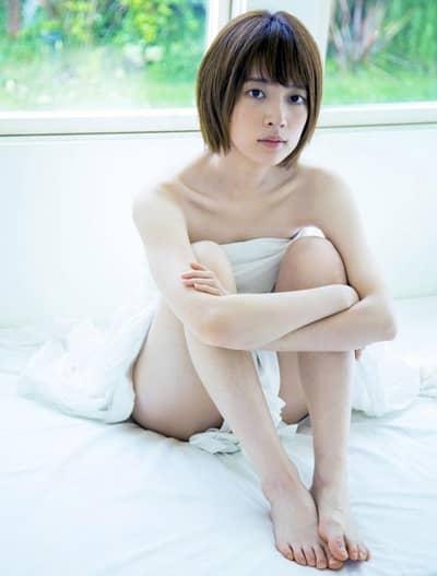 hashimoto_solo_photo_book_bed