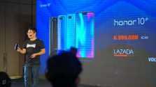 James Yang mempresentasikan Honor 10 beserta harganya yaitu Rp 6.999.000,- (dok. Feryan - GwiGwi.com)