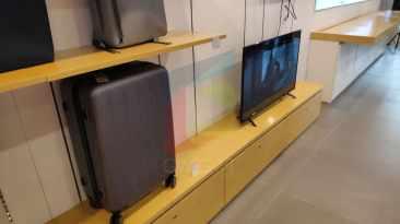 TV dan Koper Xiaomi pun sudah didisplay.
