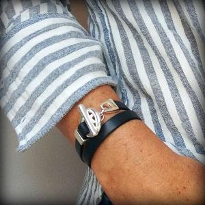 Bracelet cuir femme 2 tours fermoir toggle bleu marine 3