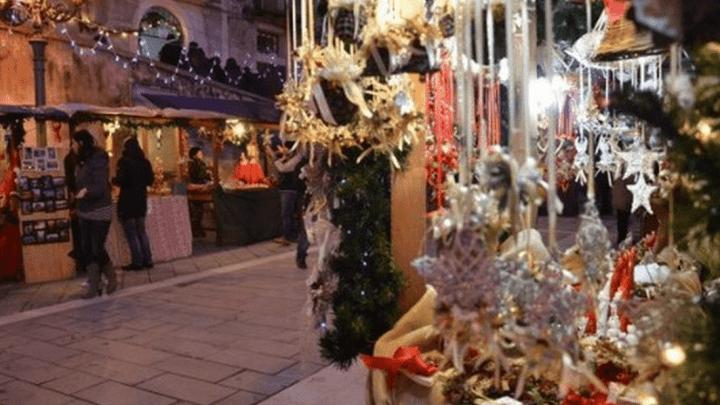 AGROPOLI –  Si accendono sabato l'albero di Natale e le luminarie