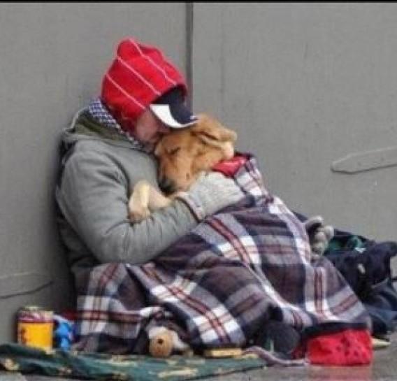 BATTIPAGLIA – Carabinieri e Protezione Civile salvano clochard che rischiavano di morire dal freddo
