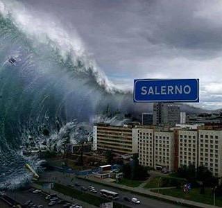 SALERNO – Tsunami sulla città in una foto postata su una pagina fb di un gruppo napoletano: salernitani furibondi
