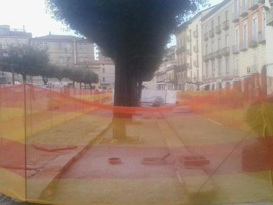 VALLO DELLA LUCANIA – Lavori in piazza: i commercianti si ribellano