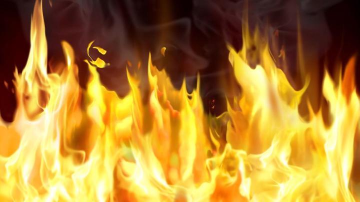 Altavilla Silentina – In fiamme il capannone di una nota azienda bufalina