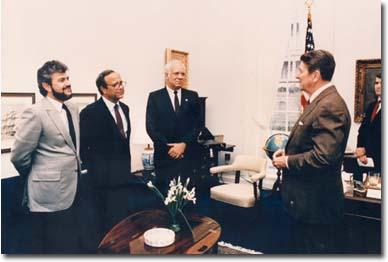 Ronald Reagan, Oliver North y líderes de los Contras
