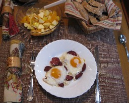 Photo: Fried eggs and Turkish sausage cruising recipe. Credit: Lisa Borre.