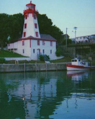 Photo: Lighthouse tower in Kincardine, Ontario. Credit: L. Borre.