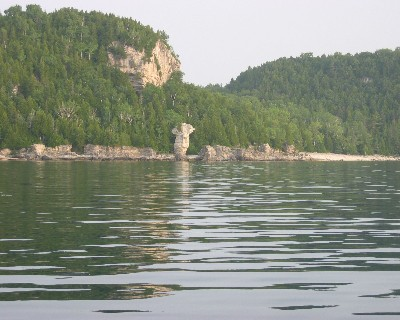 Photo: Shoreline near Tobermory, Lake Huron. Credit: L. Borre.