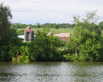 Photo: Farm along banks of the Erie Canal. Credit: L. Borre.