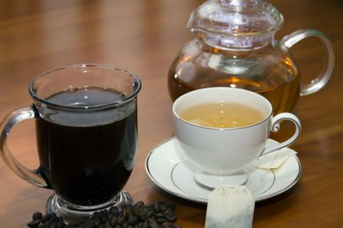 Cup+of+Coffee+with+beans+and+Cup+of+Green+Tea+with+tea+bag+and+pot+Horizontal_d87821cf-118e-4c0e-af81-7a15865b0c2a-prv