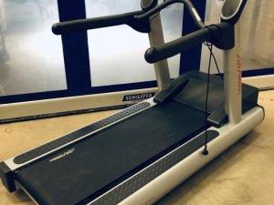 Life Fitness Nyrenoverade Löpband
