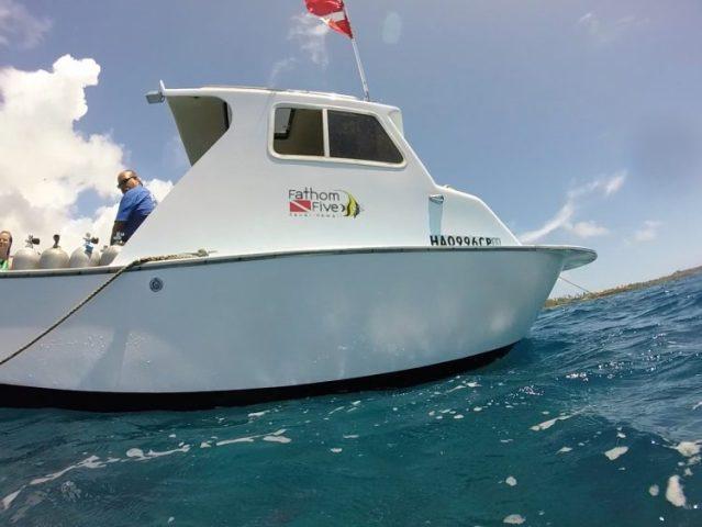 Dive boat in Kauai