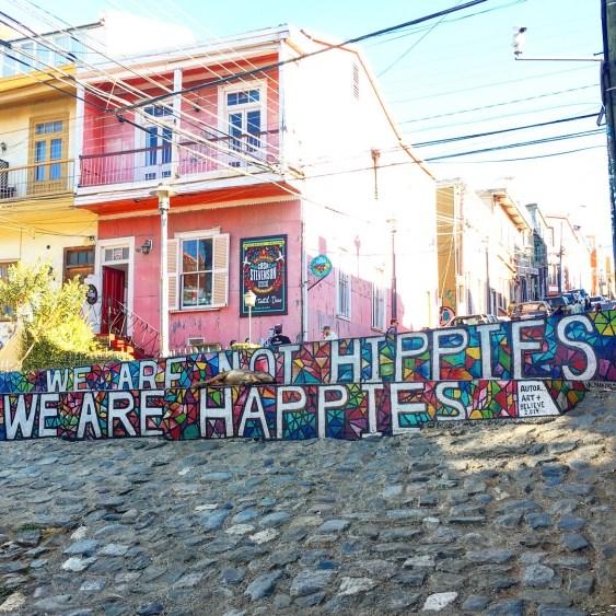 hippie street art valparaiso