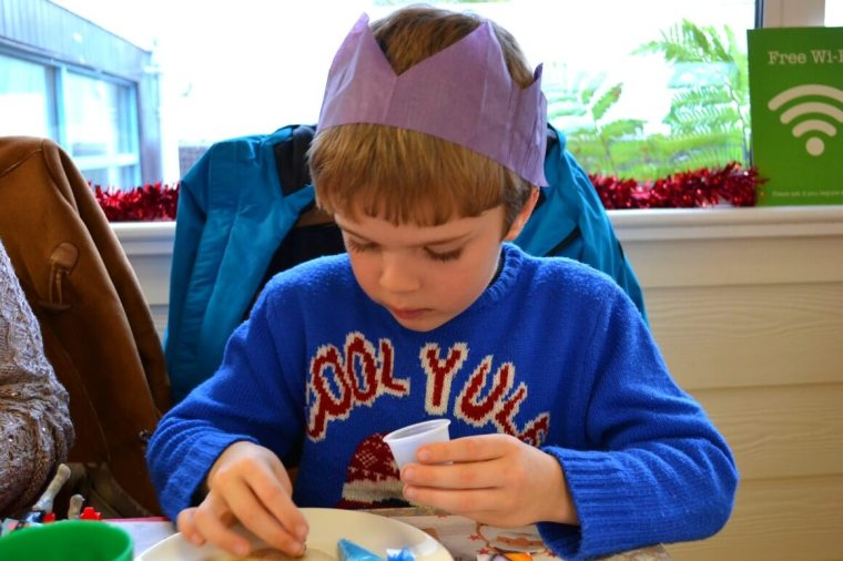christmas biscuit decorating