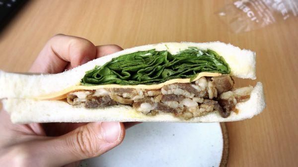 Mog&Cocoさんの牛カルビチーズサンド