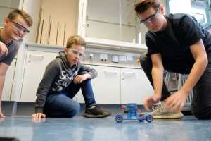 3 students playing with fuel cell toy car