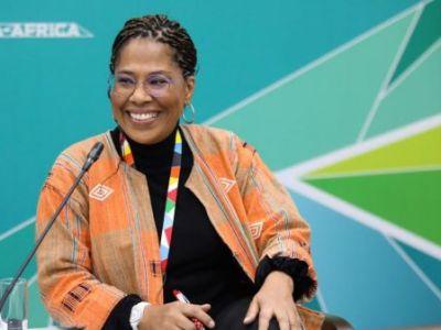 """Nathalie Yamb, la conseillère de l'opposant ivoirien Mamadou Koulibaly, """"demolie"""" la France au sommet de Sotchi."""