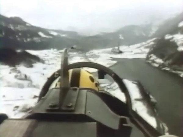 Voler entre les montagnes dans la poisse: la Suisse, ça se mérite.