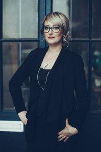 Haargenau Mitarbeiterin Sabine Heyne