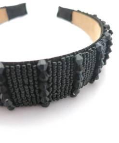 Haarreifen mit schwarzen Steinen Detail