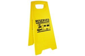 "Markeerbord ""reserved"" voor camper"