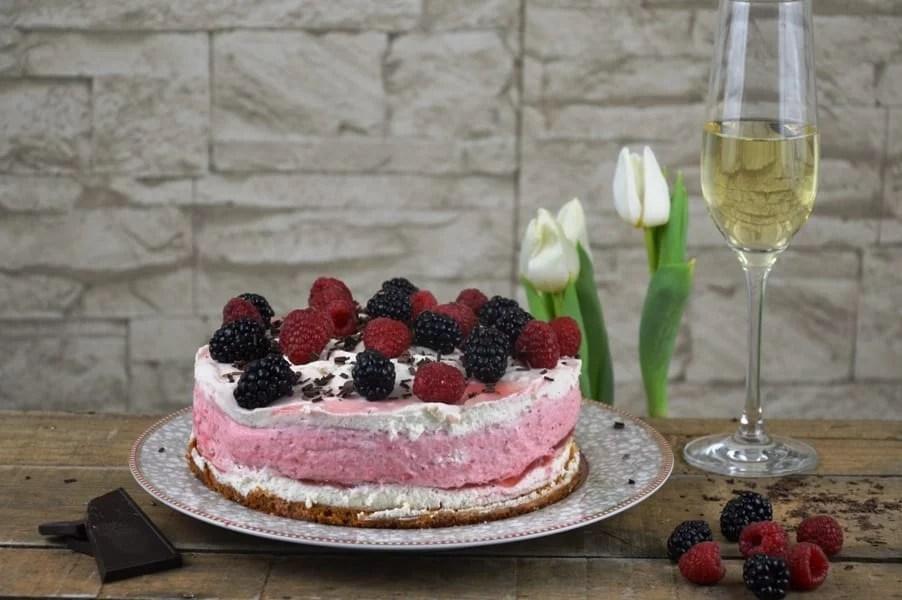 Erdbeer Joghurt Prosecco Torte
