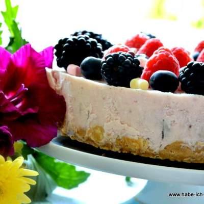 Einzigartige Marshmallow Beeren Torte