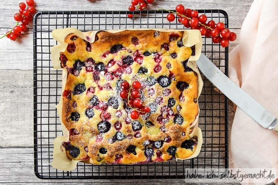 Blitz-Kuchen mit Buttermilch und Früchten der Saison
