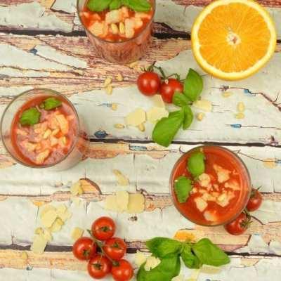 Köstliche, schnelle Tomatensuppe mit Parmesan und Pinienkernen