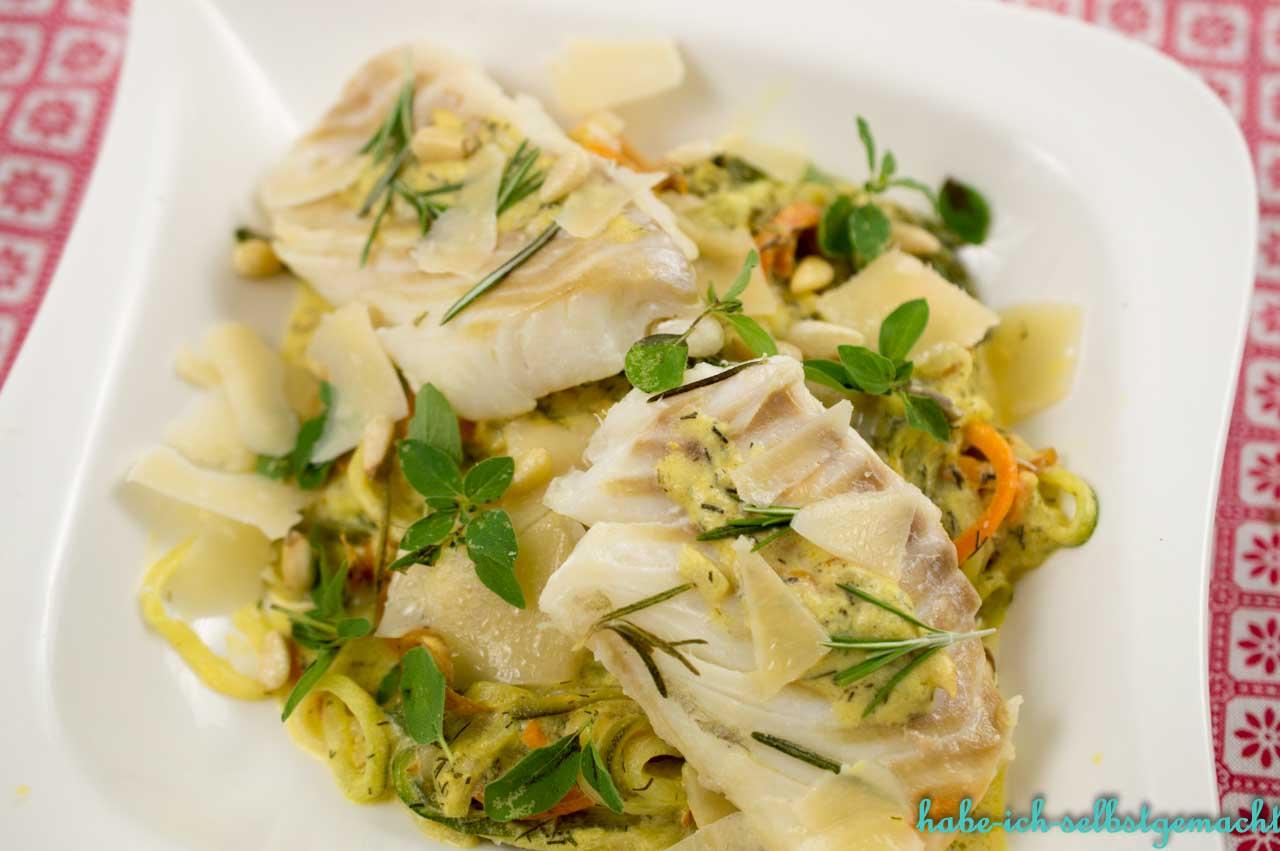 Zucchini Möhren Nudeln mit Kabeljeau