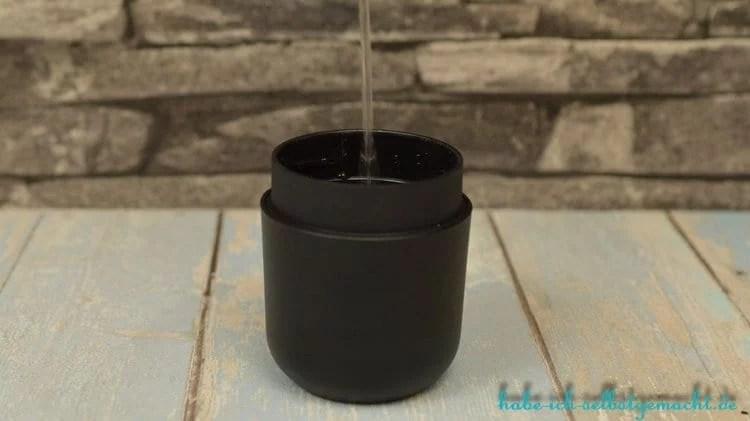 Wacaco minipresso Portable Espresso Machine - Heißes Wasser in den Tank einfüllen