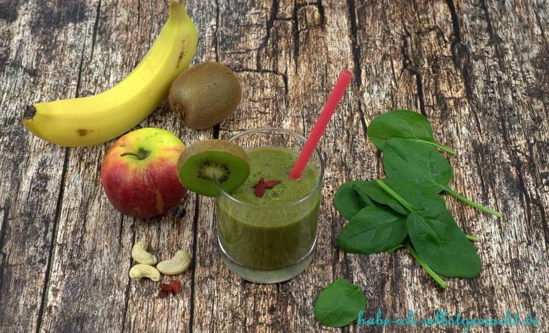 Green Smoothie - Spinat Kiwi Banane Apfel Superfoods