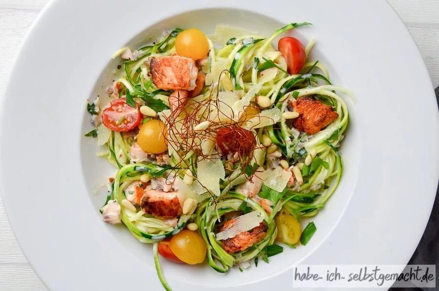 Selbstgemachte Zucchini Spaghetti