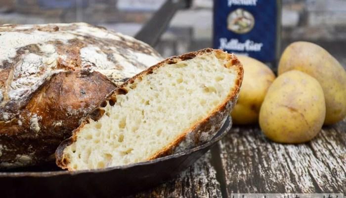 Kartoffel Bier Brot mit gekochten Kartoffeln