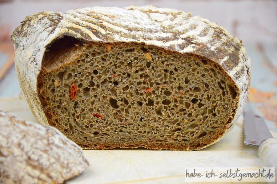 Superfood Brot mit lockerer und saftiger Krume