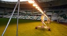 Yeni stadyumda suni güneşleme sistemiyle çim bakımı