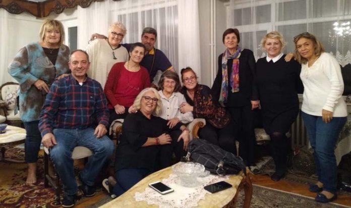 Emekli Öğretmen Ferdiye Dinçer 50 yıl önceki öğrencileri ile buluştu