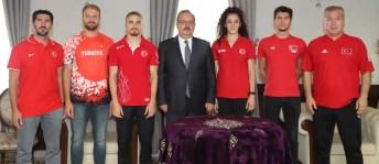 Olimpiyatlara katılacak milli sporcular Vali Canbolat'ı ziyaret etti