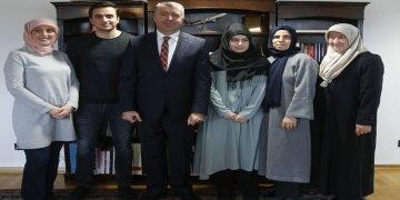 Almanya'daki başarılı 2 Türk öğrenciye ödül