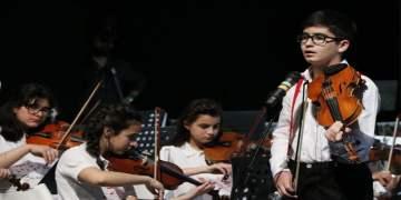 Mozart ödüllü Ali İnsan İzmir'de sahne aldı