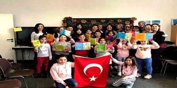 Minikler Türkçe masal okudu