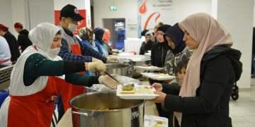 Almanya'da ilk iftar açıldı