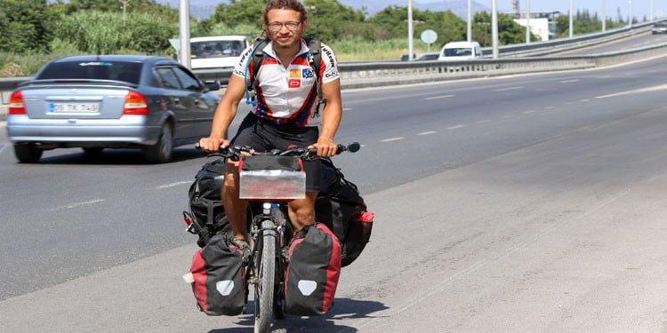 Bisikletiyle dünya turuna çıkan Alman Türklere hayran kaldı