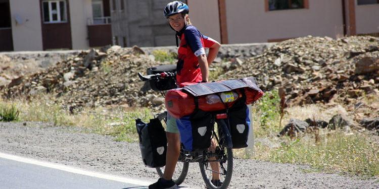 Alman hemşire bisikleti ile dünya turunda