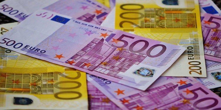 Yarım milyon euro kül oldu