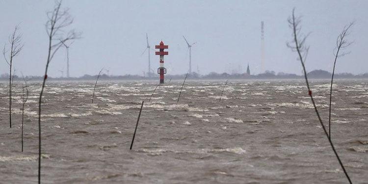 Sabine Kasırgası Almanya'yı felç etti