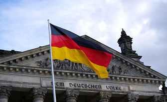 Almanya'da ırkçı içerik paylaşan polislere inceleme