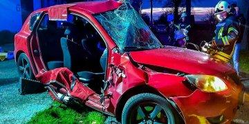 Sıkıştığı araçtan ağır yaralı kurtarıldı