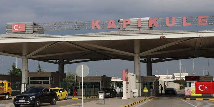 Yurtdışından getirilen araçların Türkiye'de kalma süreleri uzatıldı
